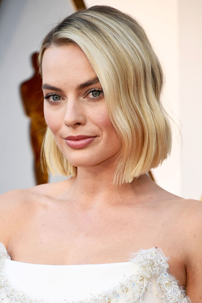 As we've seen, Margot has long teetered between her token lob, and longer lengths. But Robbie finally made the return to long locks and chopped her hair into a chic, wavy bob just in time for the 2018 Academy Awards.