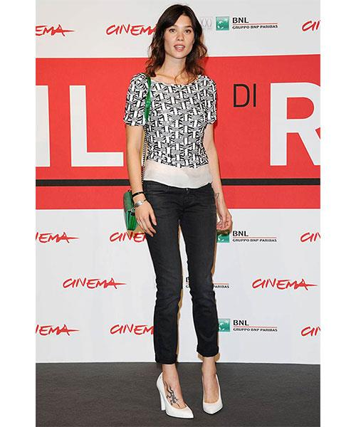 <strong>SLIM LEG JEANS</strong> <br>Known for their svelte physiques, the French make the most of their assets with skinny jeans – bonus points if they're cuffed up. <br><em>Astrid Berges-Frisbey </em>