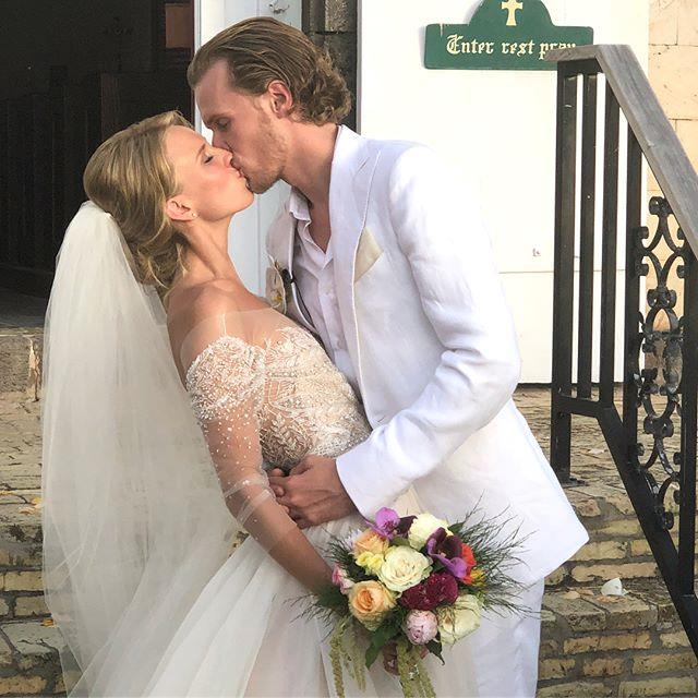 "**The bride and groom**  Instagram: [@parishilton](https://www.instagram.com/p/BjlEWventJ6/?tagged=tessabarron2018 target=""_blank"" rel=""nofollow"")"