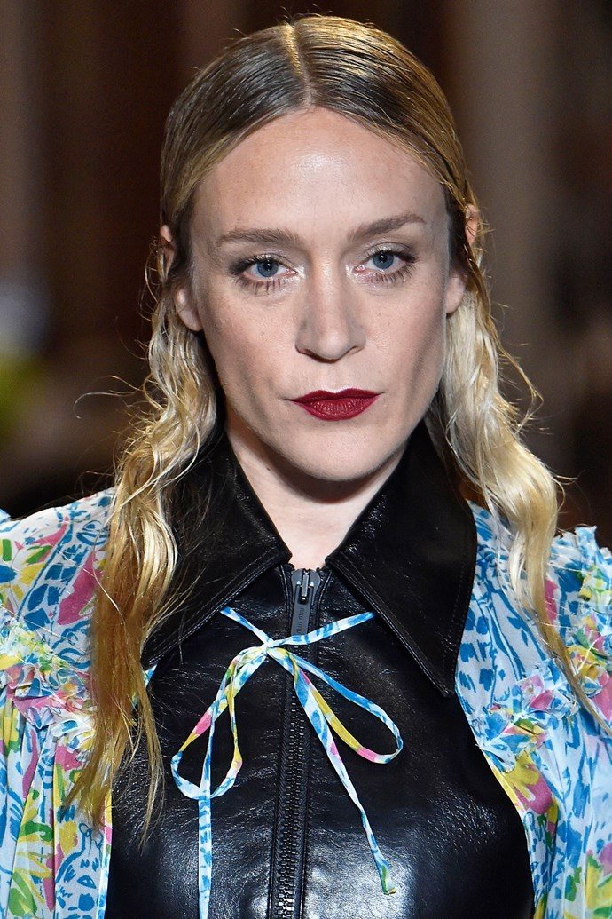 "**MIU MIU: THE CHIC WET LOOK** <br><br> Extreme makeovers aside, the hair worn by the rest of the [celebrity-heavy Miu Miu runway](https://www.harpersbazaar.com.au/fashion/miu-miu-runway-celebrities-16846|target=""_blank"") cast was equally as stunning. <br><br> Uma Thurman, Chloë Sevigny, Kate Bosworth, and a number of other notable faces wore a sleek, wet-look style, a look we don't typically spot paired with haute couture wear. Models either wore a middle- or deep-side part, tucking their textured tendrils behind their ears to keep a clean look."