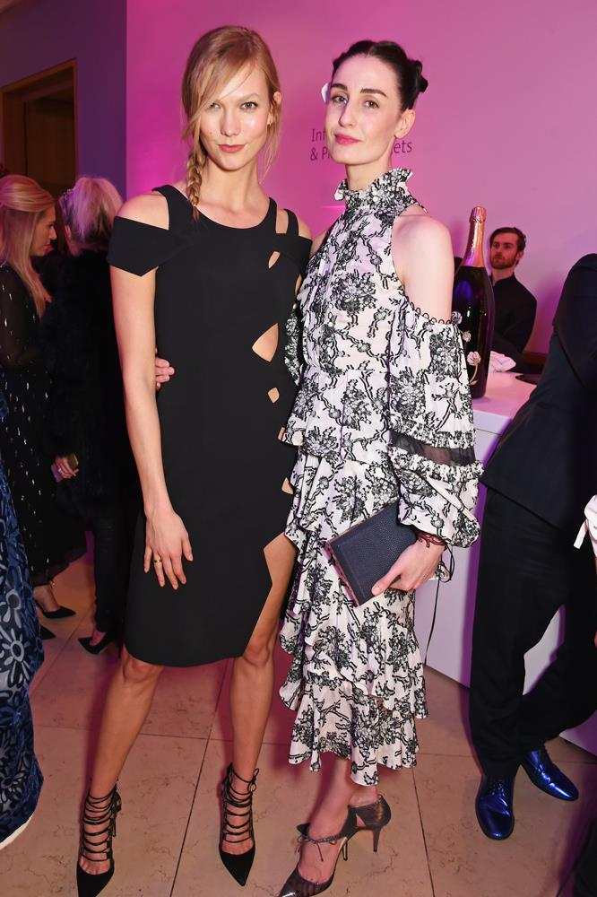 ***Erin O'Connor***<bR><br> Although they haven't been seen together publically, Karlie and legendary model Erin O'Connor are reportedly quite close.