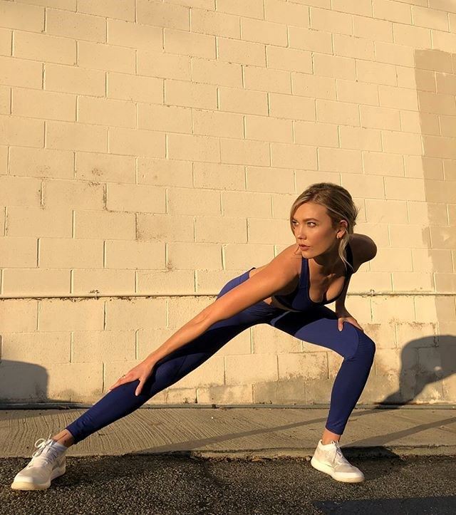 """It's all about strength for the 185 centimetre model. """"I've been doing a combination of high-intensity cardio like SoulCycle and Pilates-type strength training, isolating certain muscle groups and using rubber bands to strengthen legs and arms,"""" Kloss told *Harper's BAZAAR*. <br><br>""""I've been doing lots of butt lifts. It's all about toning and feeling strong; that's what I think is sexy."""""""