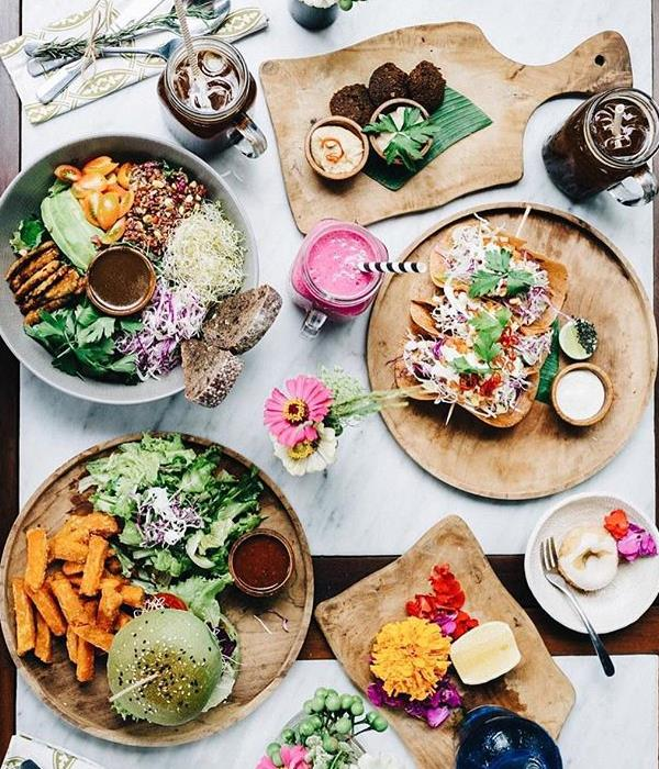"""**Elsa's Wholesome Life** <br><br> Ellie Bullen is an Australian based dietitian and nutritionist who specialises in wholesome, plant-based vegan recipes. <br><br> Instagram: [@elsas_wholesomelife](https://www.instagram.com/elsas_wholesomelife/