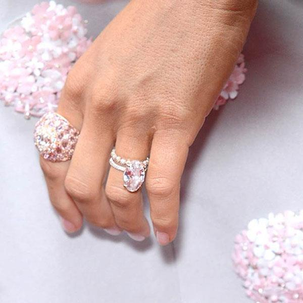 **Virgo: An Oval cut** <br><br> Blake Lively's endlessly-replicated ring from Ryan Reynolds is both timeless and utterly of-the-moment, making it a perfect choice for the pragmatic Virgo.