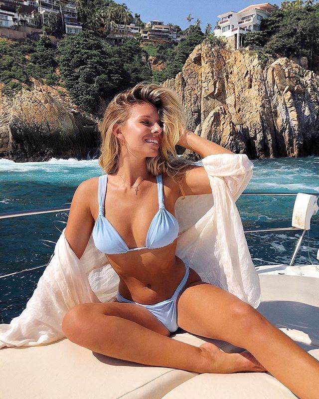 "**4. Natasha Oakley (travel/fashion blogger and swimwear designer):** 2.0 million followers <br><br> Image: [@tashoakley](https://www.instagram.com/p/Bmq0hesAAmP/?taken-by=tashoakley|target=""_blank"")"