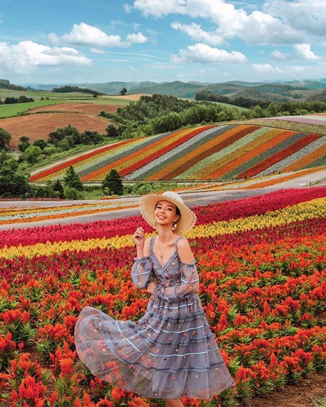 "**10: Tara Milk Tea (photographer and travel/style blogger)**: 1.1m followers <br><br> Image: [@taramilktea](https://www.instagram.com/p/BmsqPGMA-2N/?taken-by=taramilktea|target=""_blank"")"