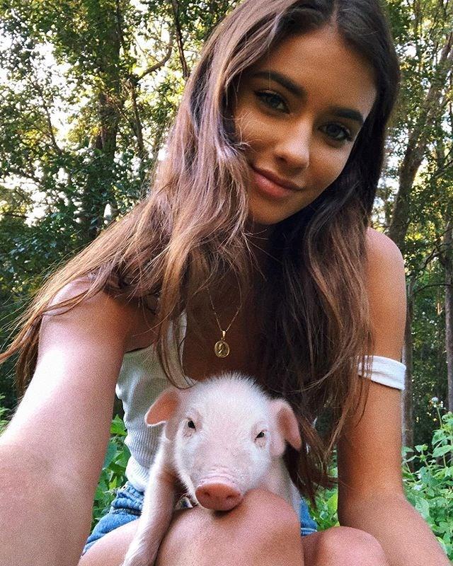 "**14: Renee Herbert (model and lifestyle blogger)**: 970k followers <br><br> Image: [@reneeherbert_](https://www.instagram.com/p/BkXbcUXhPpm/?taken-by=reneeherbert_|target=""_blank"")"