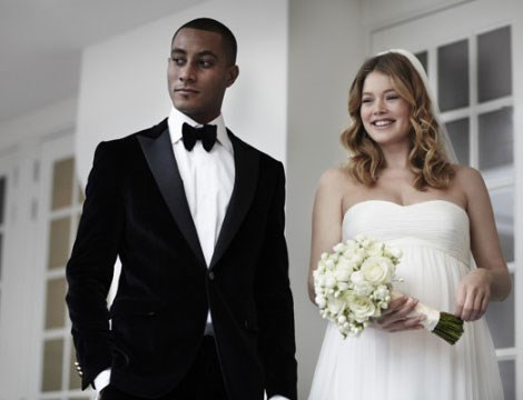 Doutzen Kroes wore Pronovias to marry Sunnery James in 2010.