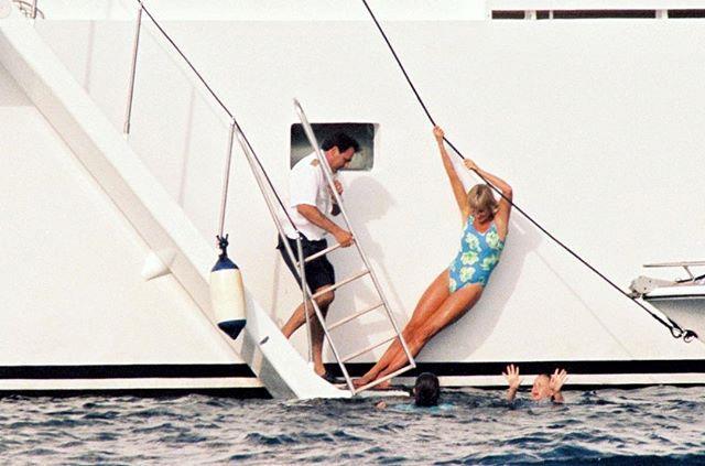 """The miss you... yacht! revenge look"" <br><br> *Image: [@ladydirevengelooks](https://www.instagram.com/p/BlR6Us3Flxa/?taken-by=ladydirevengelooks|target=""_blank"")*"
