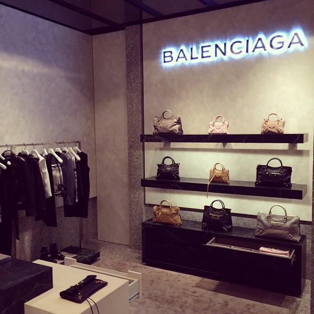 """**MELBOURNE:** <br><br> ***Marais*** <br><br> Nestled in Melbourne's Bourke St, Marais boutique has all the classics: Givenchy, Loewe, McQueen, Balenciaga—plus some new favourites in Off White and Yeezy. Try on chunky sneakers, tour stacks of bags and browse fine jewellery under the glint of lit glass cabinets before coming away with your purchase.  <br><br> Shop here: *[Marais](https://www.marais.com.au/