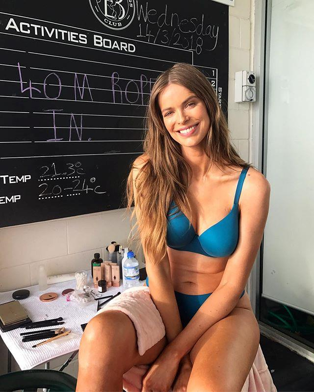 "**17. Robyn Lawley** <br><br> A mix of envy-inducing lingerie campaigns and candid life-behind-the-screen honesty (like her [awful ordeal](https://www.instagram.com/p/Bma6eyKn6qD/?taken-by=robynlawley|target=""_blank""