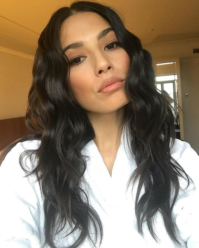 """**16. Jessica Gomes** <br><br> Jetting around the world on a regular basis, Jessica Gomes's 218,000 Instagram followers are privy to a mix of picturesque Californian landscapes, front row shots from New York Fashion Week and a handful of save-for-inspiration outfits. <br><br> Follow: [@iamjessicagomes](https://www.instagram.com/iamjessicagomes/