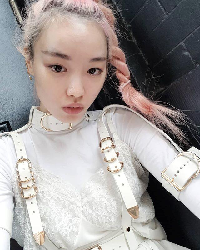 "**14. Fernanda Ly** <br><br> With her signature pink hair, glowing skin and impeccable off-duty style, it's no wonder model Fernanda Ly has amassed 237,000 followers. <br><br> Follow: [@warukatta](https://www.instagram.com/warukatta/|target=""_blank""