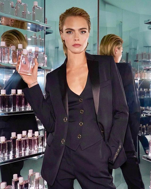 "***7. Cara Delevingne ([@caradelevingne](https://www.instagram.com/p/BoxP5bmgmMF/?taken-by=caradelevingne|target=""_blank""))*** <br><br> Followers: 41.4 million <br> Income per post: **$300,000**"