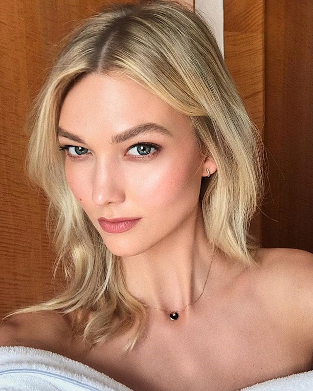 "***9. Karlie Kloss ([@karliekloss](https://www.instagram.com/p/BoMjPk9nLCc/?taken-by=karliekloss|target=""_blank""))*** <br><br> Followers: 7.7 million <br> Income per post: **$50,000**"