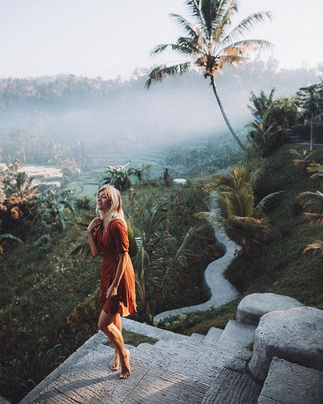 "***20. Lauren Bullen ([@gypsea_lust](https://www.instagram.com/p/BoeZWMLlgyP/?taken-by=gypsea_lust|target=""_blank""))*** <br><br> Followers: 2.1 million <br> Income per post: **$4,500**"