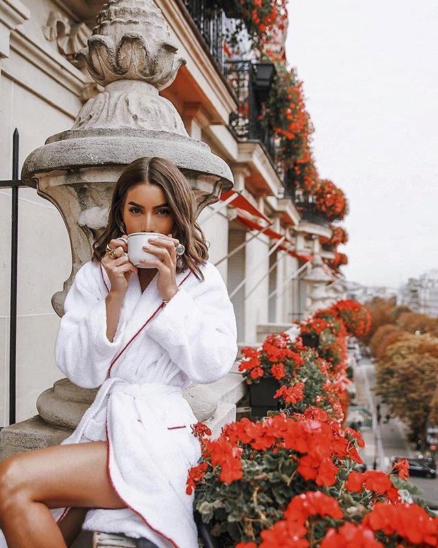 "**2. CAMILA COELHO ([@camilacoelho](https://www.instagram.com/camilacoelho/?hl=en|target=""_blank""))** <br><br> ***Occupation:*** Brazilian fashion/beauty blogger and YouTuber"