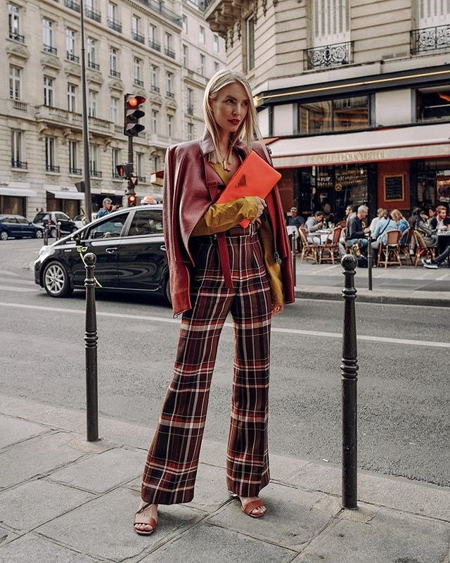 "**5. LEONIE HANNE ([@leoniehanne](https://www.instagram.com/leoniehanne/?hl=en|target=""_blank""))** <br><br> ***Occupation:*** German fashion blogger and founder of [Ohh Couture](https://ohhcouture.com/
