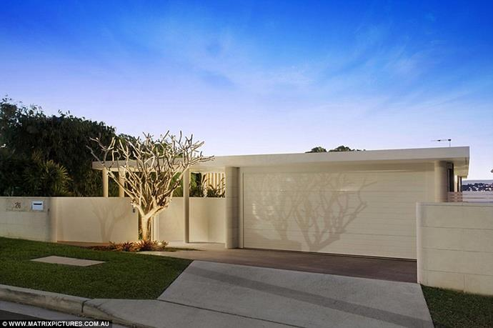 """The entrance to the house <br><br> *Image: [Matrix Pictures/Daily Mail](https://www.dailymail.co.uk/tvshowbiz/article-6316229/Inside-Beckhams-17million-Sydney-Airbnb-mansion.html