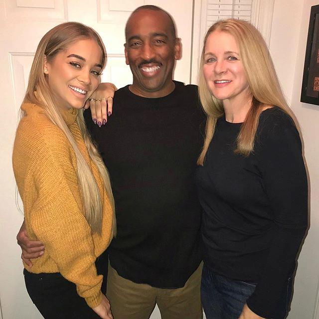 Jasmine Sanders and her parents.