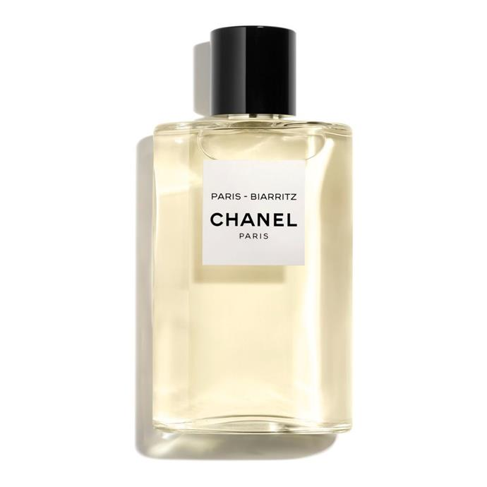 "**[Chanel Gel Douche Corps et Cheveux](https://www.chanel.com/fr_FR/parfums-beaute/parfums/p/les-eaux-de-chanel/paris-deauville/paris-deauville-paris---deauville---gel-douche-corps-et-cheveux-p102800.html#skuid-0102800|target=""_blank""
