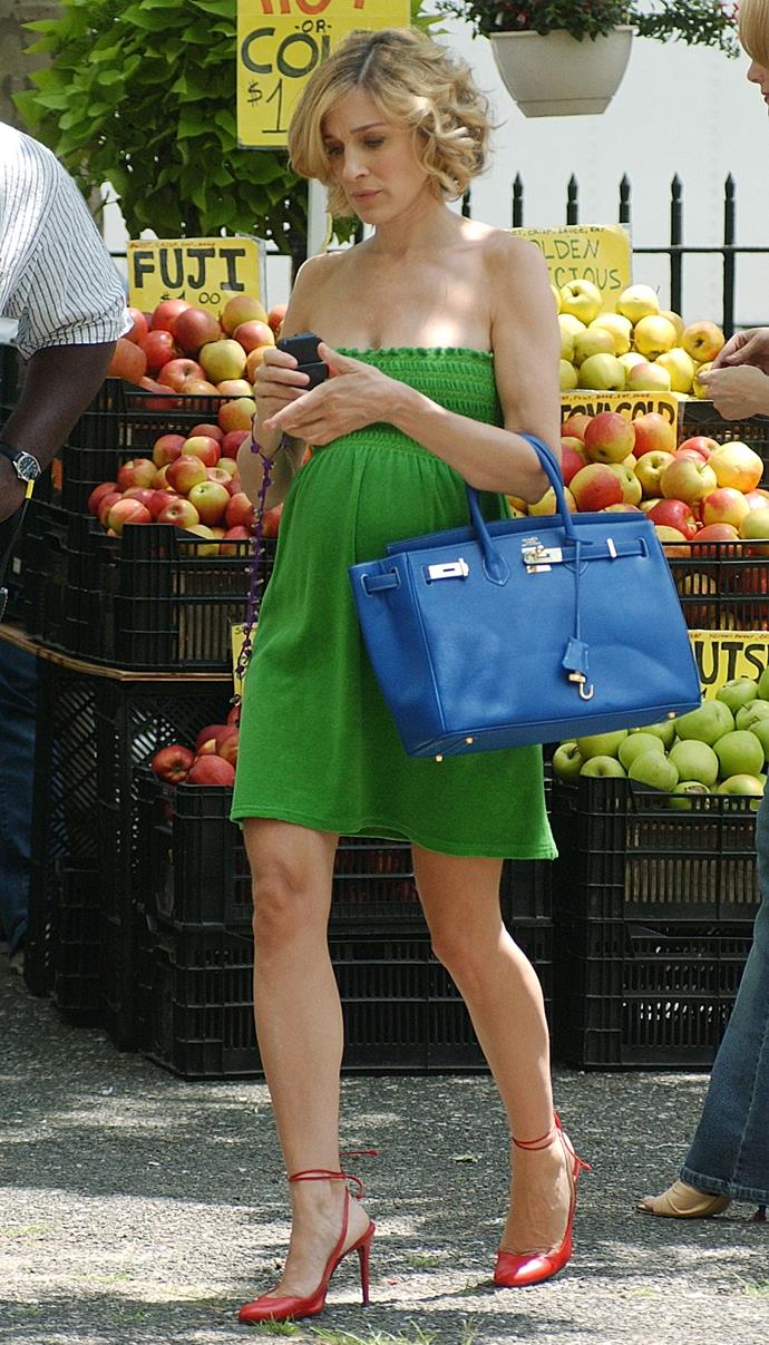 ***The strategic Birkin*** <br><br> SJP fell pregnant with her first son, James Wilkie, during filming in 2002. When her bump became too large to conceal, the show's wardrobe department employed the help of a $15,000 Hermès 'Birkin' bag in navy blue (the same style of handbag that Samantha fought Lucy Liu for in the show's fourth season). Oversized clothing was also employed in many other scenes in order to hide the bump.