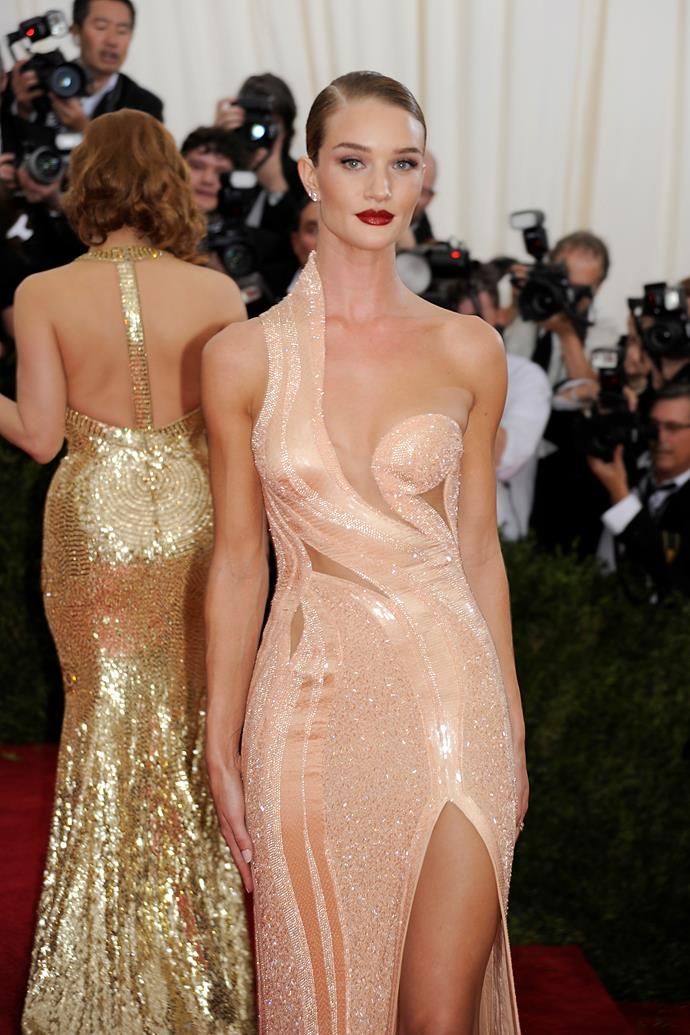 Rosie Huntington-Whiteley in Versace at the 2015 Met Gala.