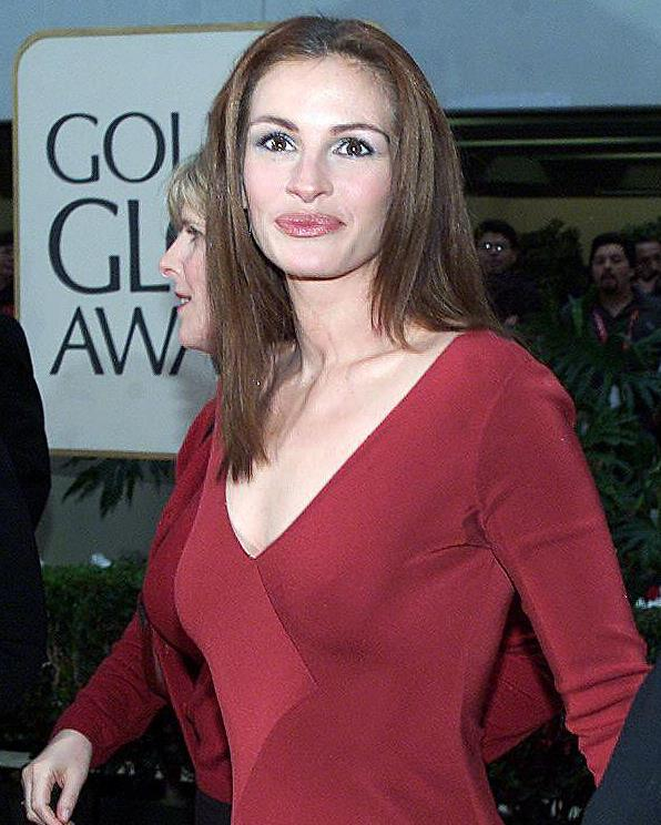 Roberts at the Golden Globe Awards in January 2000.