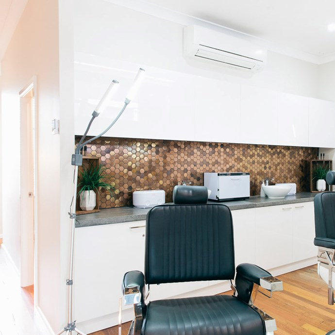 "***HoneyTusk*** <br><br> Located in both Rozelle and Freshwater, HoneyTusk is a relatively new parlour, but with the quality of an age-old, trusted salon. Their 30-minute Signature brow sculpt treatment is a hole-in-one—so much so, that they offer a ""Loyal visit"" package (featuring 10 visits in one) because they know you'll be a returning customer. <br><br> *748 Darling St, Rozelle 2039, or 67 Albert St, Freshwater 2096* <br> *Image: [@honeytusk](https://www.instagram.com/p/BqykeNiFAaG/