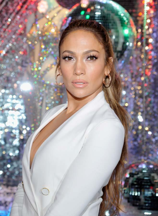 "***Jennifer Lopez***<br><br> Known fitness and health enthusiast Jennifer Lopez avoids alcohol altogether. ""I think it ruins your skin,"" she told *[InStyle](http://www.instyle.com/celebrity/sober-stars-dont-drink-alcohol#2852232