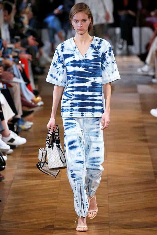 *Acid Wash*<br><Br> There's not many things we'd bring back from the '80s, but acid wash denim is (now) one of them.<br><br> As seen at: Stella McCartney.