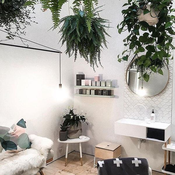 "**HUD Skin and Body** <br><br> If you're after natural on-trend brows then HUD Skin and Beauty is the place to go. Located in the heart of St Kilda, director Gry Tømte (all the way from Norway) brings her signature perfectionism to eyebrow shaping and styling, leaving them flawless. <br><br> *140 St Kilda Rd, St Kilda VIC 3182* <br> Instagram: [@hudskinandbody](https://www.instagram.com/hudskinandbody/|target=""_blank""