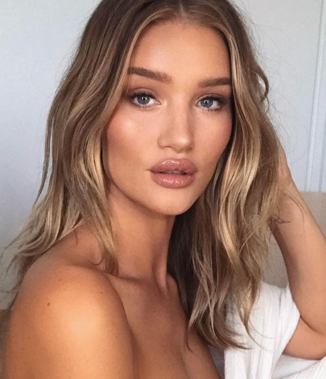 """**THE SCANDI HAIRLINE** <br><br> **Shari Reynolds, Colour Director at Barney Martin Hair:** """"It's a super soft full base with a frame of the front hairline, to lift the complexion and create soft grow out with the highlights."""" For more blonde trends for 2019, [click here](https://www.harpersbazaar.com.au/beauty/blonde-hair-trends-2019-18046 target=""""_blank"""")."""