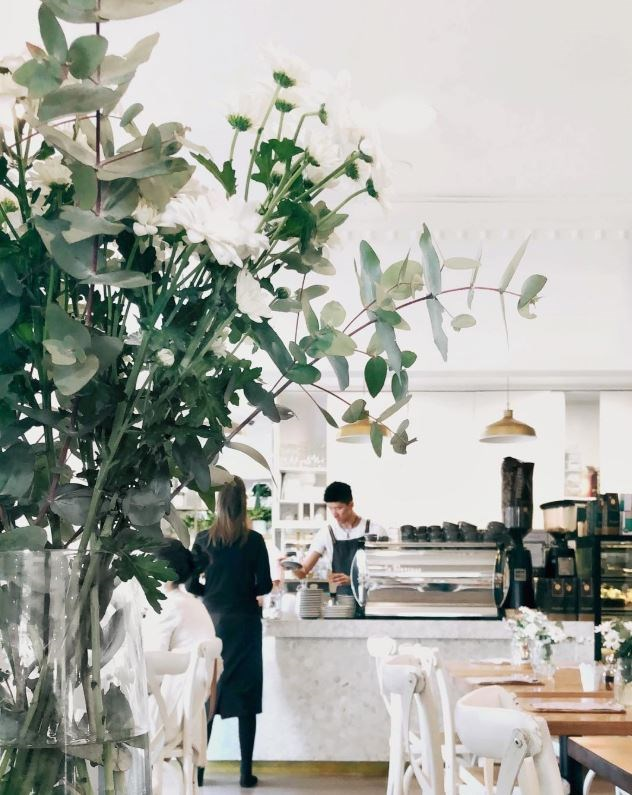 """**[Edmonds & Greer](http://www.edmondsandgreer.com.au/ target=""""_blank"""" rel=""""nofollow"""")** <br><br> **Location:** Oatley <br><br> A homewares store housing a gorgeous, light-filled cafe, this design-focussed space is the perfect spot for an afternoon coffee and cake. <br><br> [@edmondsandgreer](https://www.instagram.com/edmondsandgreer/?hl=en target=""""_blank"""" rel=""""nofollow"""")"""
