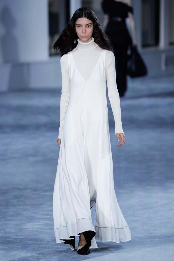***Thou Shalt Go Full Coverage***<br><br> Skip the flash of ankle or daring side cut-out and embrace this winter's cosiest trend: full coverage clothing. Pair full-length sleeves, floor-length hems and maximum layering to achieve the full effect.<br><br> Pictured: 3.1 Phillip Lim autumn/winter '19.