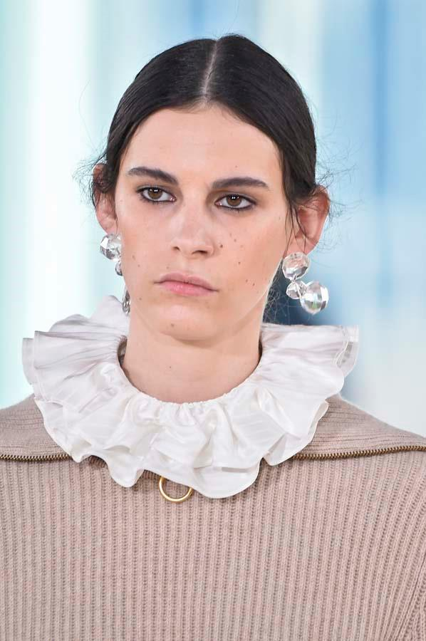 ***Thou Must Go Girly***<bR><br> Although masculine details will always have their place in our wardrobes, the cooling weather makes us want to gussy up outfits with girlish details. Embrace the return of Victoriana with lace collars, classic corsets and all-over lace.<bR><br> Pictured: Tory Burch autumn/winter '19.
