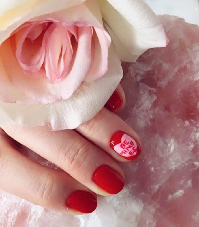 "***Miranda Kerr*** <br> ""Happy happy Valentine's Day. Sending everyone so much love! ✨💘🦋"" <br><br> *Image: [@mirandakerr](https://www.instagram.com/p/Bt3p7kGhtww/ target=""_blank"" rel=""nofollow"")*"