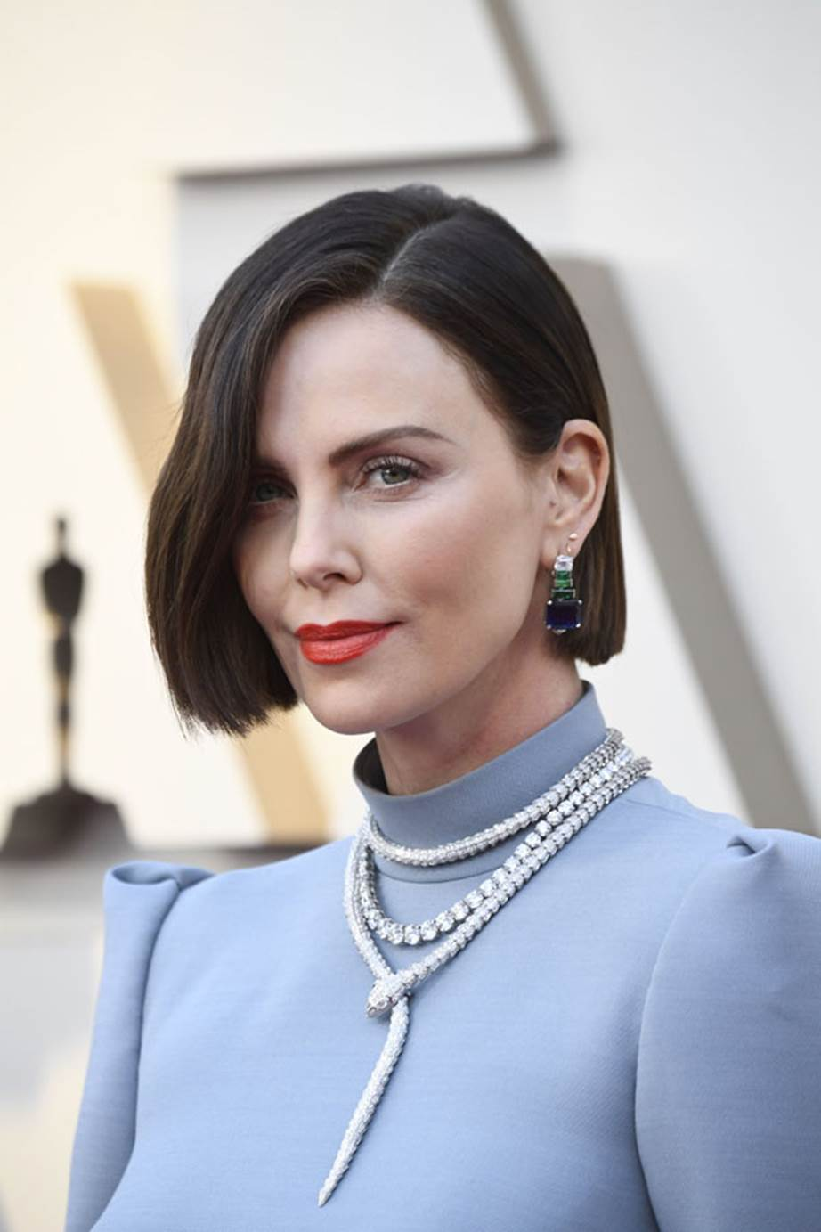 https://d3lp4xedbqa8a5.cloudfront.net/s3/digital-cougar-assets/hb/2019/02/25/1551065978047_Charlize-Theron-Oscars.jpg?width=922&height=&mode=crop&scale=both&anchor=topcenter&quality=70