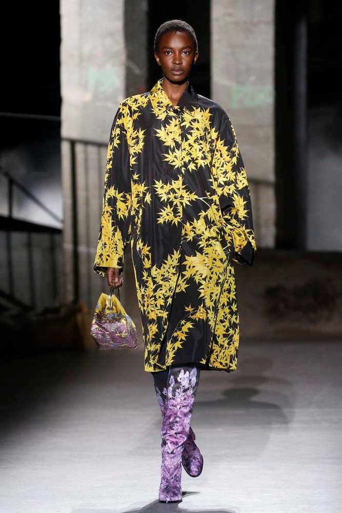 ***Groundbreaking Florals***<br><br> Give florals a punk-rock edge by opting for a blown-out print and adding bold details.<br><br> Dries Van Noten autumn/winter '19.