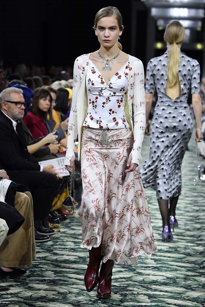 ***Groundbreaking Florals***<br><br> Give florals a punk-rock edge by opting for a blown-out print and adding bold details.<br><br> Paco Rabanne autumn/winter '19.