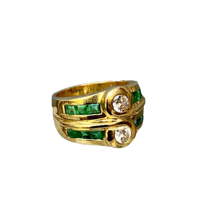 """**The Vibe: Vintage** <br><br> Vintage diamond and emerald double ring, $8,800 at [Becker Minty](https://www.beckerminty.com/vintage-diamond-and-emerald-double-ring-18ct-yello.html