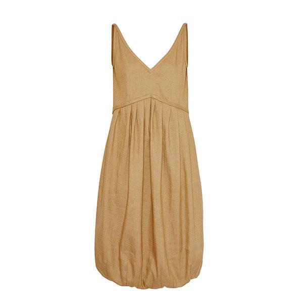 "**Buy:** <br><br> Dress by Burberry, $2,680 at [Farfetch](https://www.farfetch.com/my/shopping/women/burberry-bubble-hem-dress-item-13657379.aspx?storeid=11115|target=""_blank""|rel=""nofollow"")"