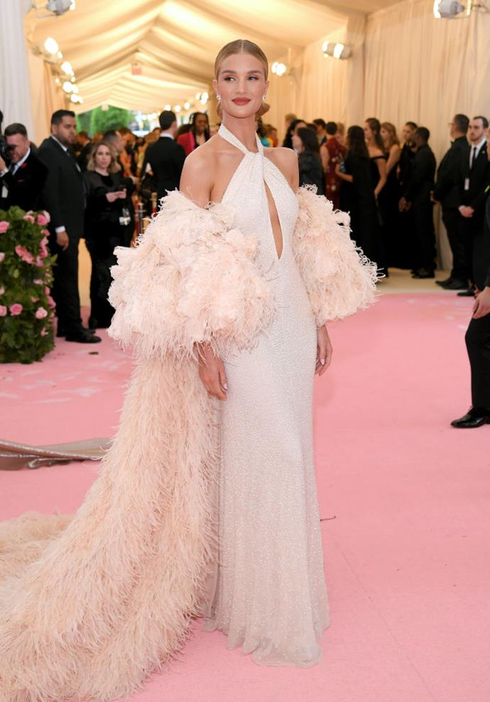 Rosie Huntington-Whiteley in Oscar de la Renta.