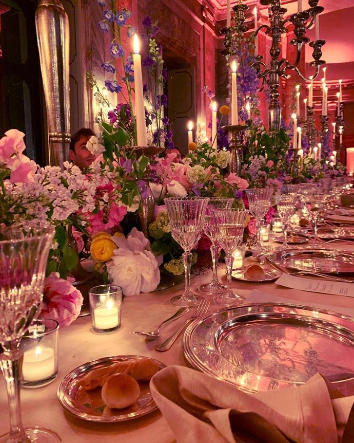 "<strong>Shimmering light</strong> <br><br> <em>Lots of little vases with loads of tea-light candles to fill the centre of tables with specimen blooms are a great trick. This is an effective and economical way to create a very pretty, romantic aesthetic.</em> <br><br> <strong>Tip:</strong> Place vases of water at the reception on the bridal table. This is a great way to enhance the decoration once all the bridal party place them into water on arrival. <br><br>[@elisabethtnt](https://www.instagram.com/elisabethtnt|target=""_blank""