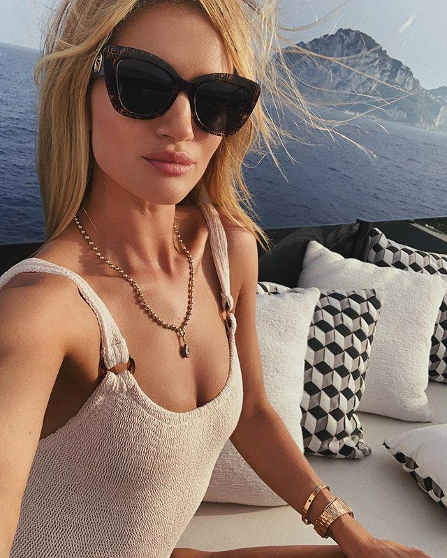 "Rosie Huntington-Whiteley in Positano. <br><br> *Image: Instagram [@rosiehw](https://www.instagram.com/p/By0FgFuHA6k/|target=""_blank""|rel=""nofollow"")*"