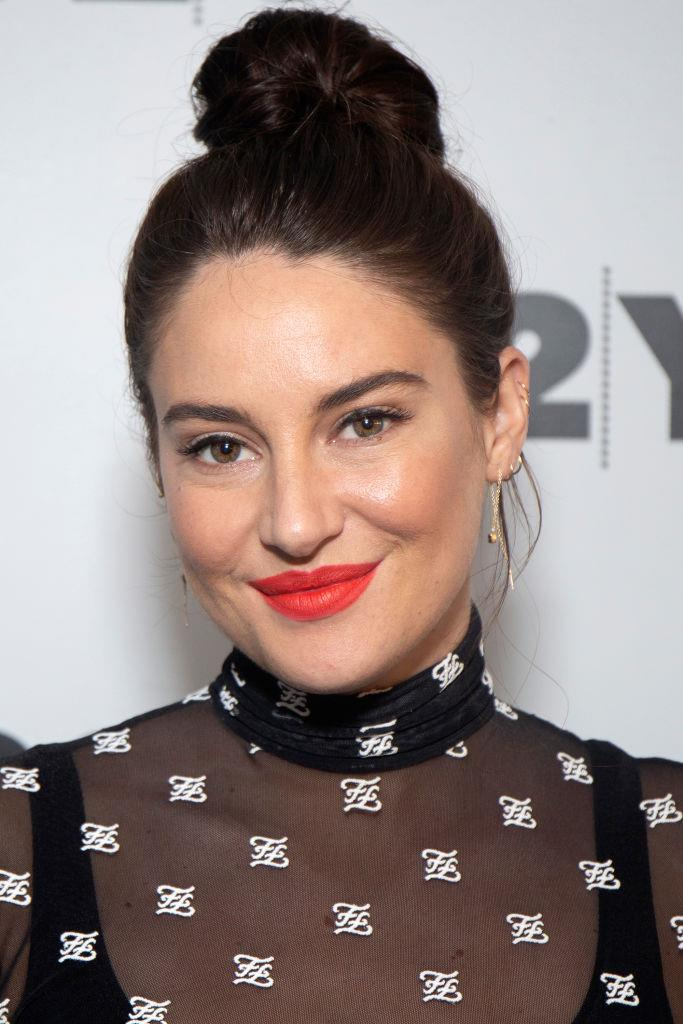 "***Shailene Woodley's edible clay detox***<br><br>  *Big Little Lies* star Shailene Woodley proclaimed her clay-eating ways in an interview with talk-show host David Letterman in 2014. ""Clay binds to other materials in your body and helps your body excrete those materials that aren't necessarily the best for you,"" she [said](https://www.theguardian.com/lifeandstyle/shortcuts/2014/may/07/shailene-woodley-divergent-star-eats-clay