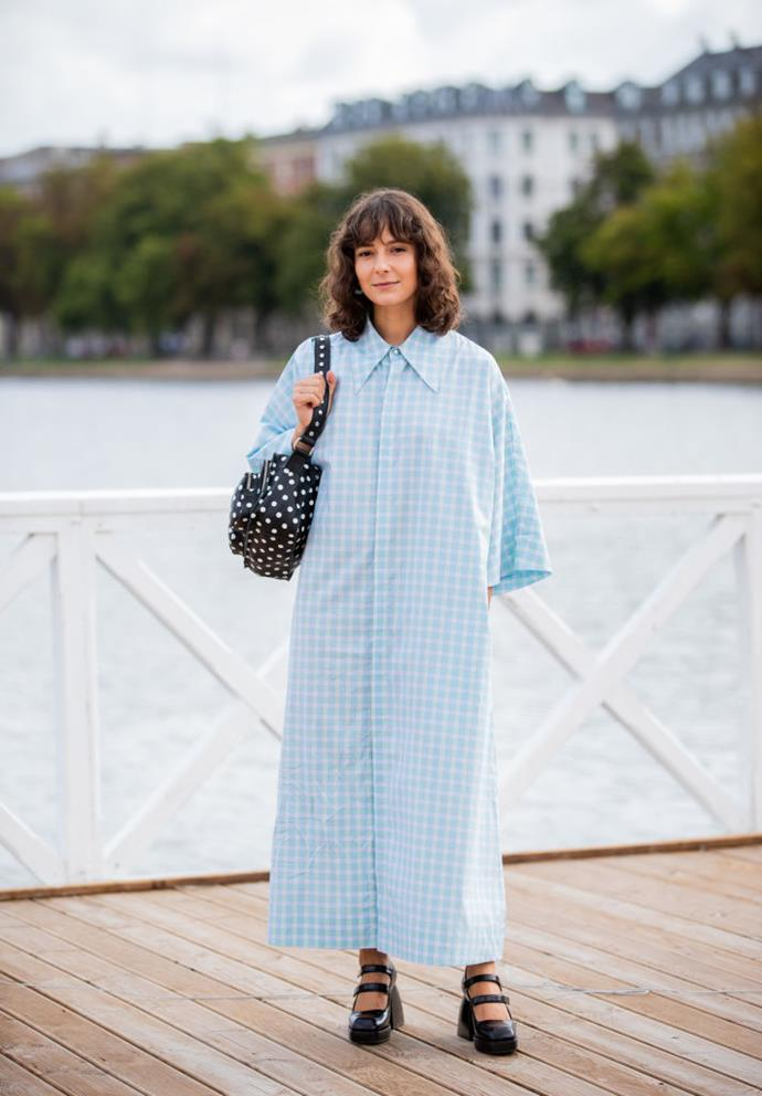 Alyssa Coscarelli wears an oversized shirt-dress and spotted bag.