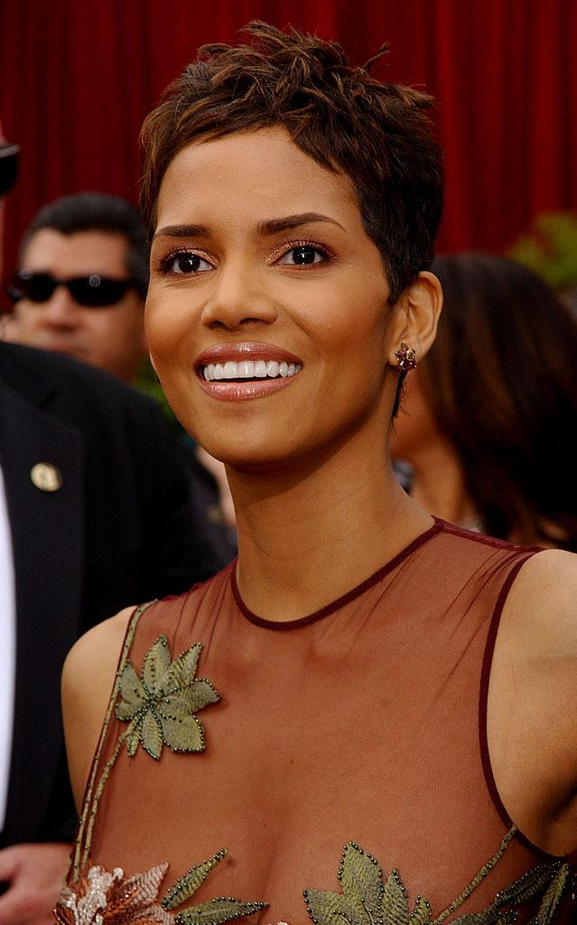 **2002: Halle Berry's choppy pixie cut**<br><br>