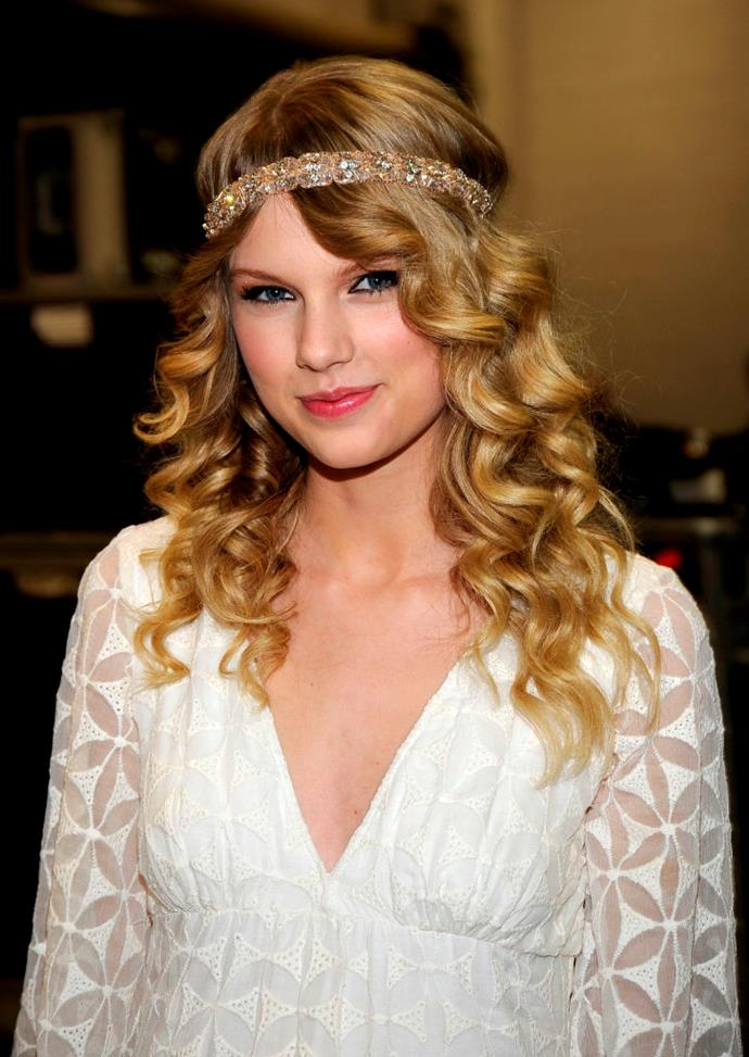 **2009: Taylor Swift's** ***Fearless***-**era** **ringlets**<br><br>
