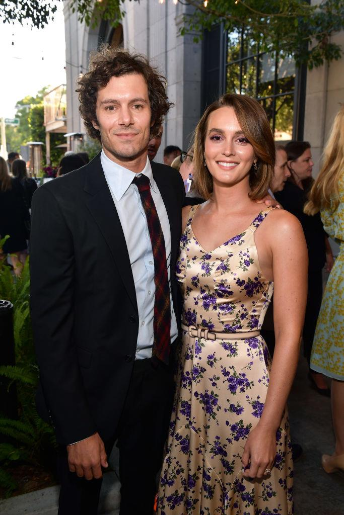 "**Leighton Meester and Adam Brody** <br><br> Brody and Meester once starred on opposing teenage drama TV shows (Brody on *[The O.C.](https://www.elle.com.au/culture/rachel-bilson-adam-brody-the-oc-reunion-21047|target=""_blank"")*, and Meester on *[Gossip Girl](https://www.harpersbazaar.com.au/fashion/serena-gossip-girl-outfits-18943